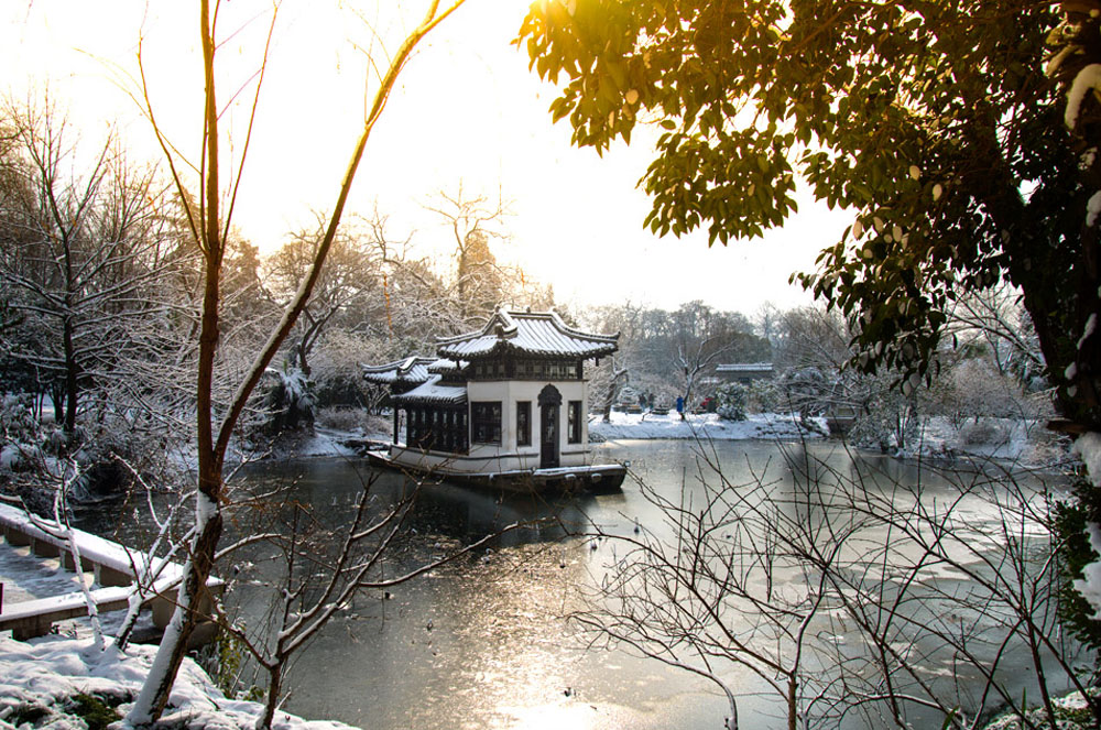 Snowy lake with chinese temple, china winter packing list, what to wear in china in winter, winter in china packing list